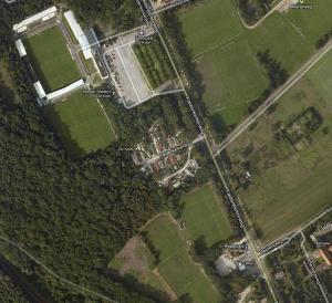 De Koel (boven) en De Kraal (beneden) bezien vanuit het perspectief van Google Maps.